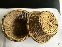 2 Pcs Handmade Natural Traditional Brown Woven Wicker Cane Bamboo Basket fruits