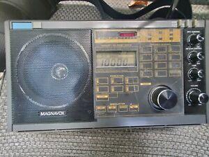 Vintage Magnavox  D2935 Shortwave radio receiver  AM FM LW SW- works great!