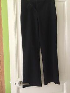 Pantalon Noir Neuf Taille 42. UK size 14. Ne plie pas