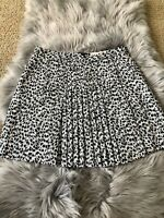 Michael Kors Women's Black White Animal Print Pleated Mini Skirt Size 4 NEW