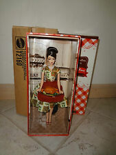BARBIE HOLIDAY HOSTESS THANKSGIVING FEAST DOLL NRFB + SHIPPER GOLD LABEL