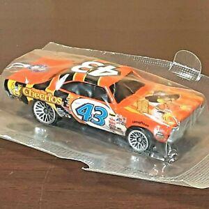 Richard Petty Racing #43 NASCAR 1970 Roadrunner Hot Wheels Cereal Diecast Car