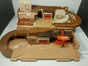 Vintage 1979 Mattel Hot Wheels Toy City Sto & Go Fold-up Playset For Diecast Car