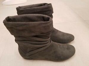 Report Footwear Divan Gray Suede Women's Boots 8.5 New