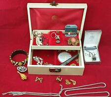 Vintage Jewellery Box & Contents of Costume Jewellery, Rings, Necklaces, etc