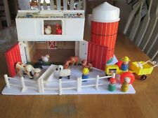VINTAGE 1967 FISHER PRICE #915 PLAY FAMILY FARM W/ ACCESSORIES. PREOWNED. 4696.