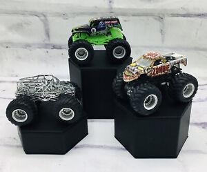 Hot Wheels Monster Jam Grave Digger Bad To The Bone Champion Lot Trucks