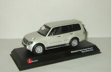 Mitsubishi Pajero 4x4 Long Super Exceed white 1:43 J-Collection JCP81001WH