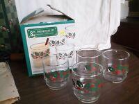 NEW Vintage Set of 8 Christmas Holiday Rocks Glasses, Pretty Holly Design 10 oz