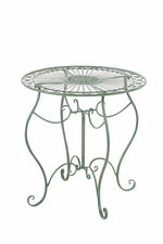 Tables de jardin et terrasse verts