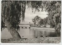 Ansichtskarte Waren/Müritz - Blick zur Kietzbrücke mit Passanten - schwarz/weiß