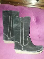 CLARKS BLACK SUEDE DLEECE LINED PULL ON CALF LENGTH BOOTS SIZE 3 EU 35.5 - VGC