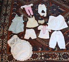 Puppen Kleider Höschen Strampler Kleidchen Decke Kopfkissen vintage Konvolut