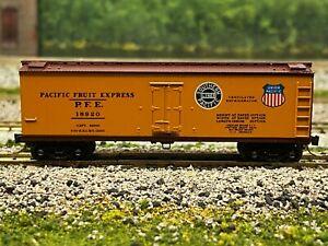 N Scale - Kadee Pacific Fruit Express SP/UP Wood Side Reefer PFE 18920 N3304