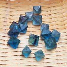 1pc Transparent Naturgewachsen Kristall Fluorit Oktaeder Blau Farbe Dekorat A4H1