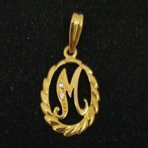 Colgante oro 18k. Inicial nombre letra M con circonitas