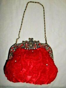 BEAUTIFUL RED SATIN RHINESTONE SEQUINS BEADS KISS CLASP ROSE DESIGN EVENING BAG