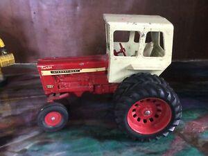 Vintage International IH Farmall Turbo 1456 Cab / Duals 1/16 Tractor Red White