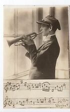 RUSSIE Russia Théme Types russes costumes personnages  jeune musicien trompette