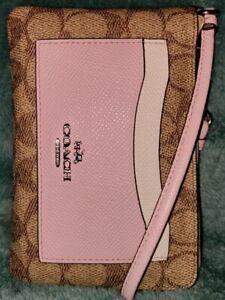 Auth💥EUC💥Coach65154 Clrblock Pale Pink Multi Sig Front Pocket Corner Zip Wrstl