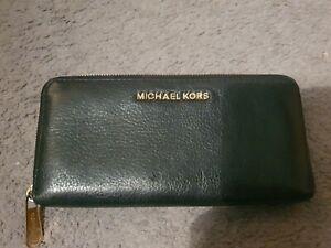 Micheal kors purse black
