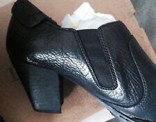 NEW BORN 11 BLACK Pebbled LEATHER Shoetie Side Zip Elastic Gore Heel CARTERET