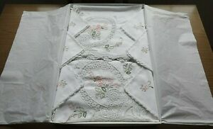 Embroidered tablecloth 165 X 265 cms, 12 napkins 41 X 41 cms white cotton. New