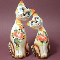SET OF 2 CERAMIC CATS FIGURINES. HAND PAINTED MAJOLICA