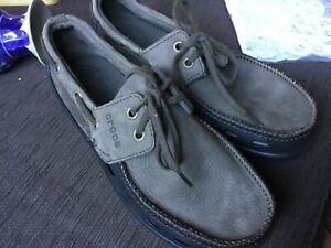 CROCS Mens taupe canvas moccasins size 7 Medium New never used