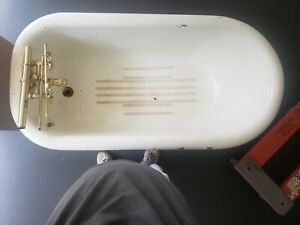 antique cast iron clawfoot tub