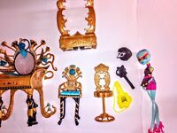 Monster High Dolls accessories LARGE will not separate a lot