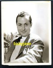 ROBERT MONTGOMERY VINTAGE 8X10 PHOTO MGM PORTRAIT W/ NEWSPAPER OBITUARY ON BACK