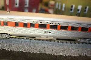 NEW HAVEN R.R.OBSERVATION/COACH  CAR HO1/87 RTR. KNUCKLE COULPER SILVER