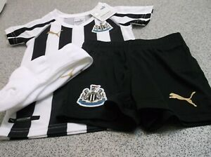 Official Puma Newcastle United Home Little Boys Full Kit 2018/19, Size: 1-2yrs