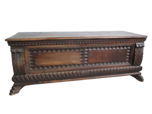 Cassapanca in noce massello  - stile rinascimento XVIII secolo  -  epoca 700!!