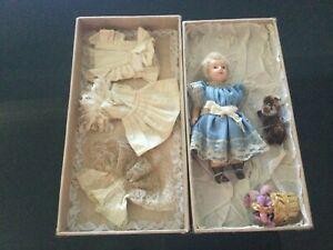 ORIGINAL BOXED Vintage French  A La Samaritaine Paris Doll  W/Outfits 15CM