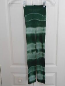 2 PAIRS OF TIE DYE CAPRI TIGHTS ONE SIZE DARK GREENS AND ORANGES