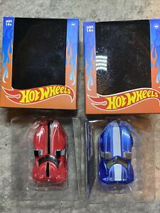 Hot Wheels: The Loyal Subjects Lot Of 2 Red & Blue Twin Mill 1/24 action vinyl