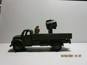 Dinky Toys Military  414 Dodge searchlight truck (converted) with crew