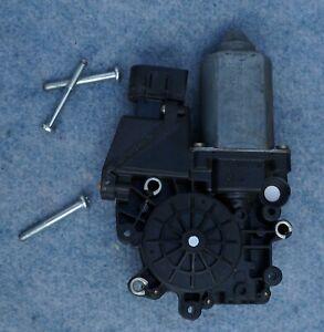 AUDI 100 / A6 - moteur vitre arrière gauche 4A0 959 801 C