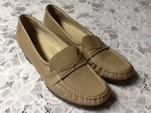 SAS Women's Beige Leather Comfort Walking Loafers Size 9 S