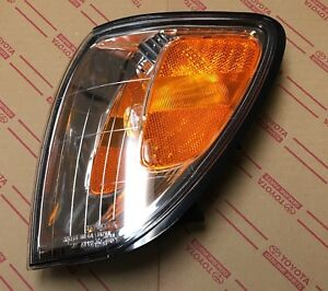NEW Genuine OEM Toyota Land Cruiser 98-05 LEFT front turn signal lamp