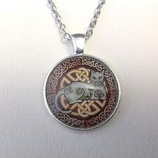 collier pendentif sous dôme chat et entrelacs celtiques