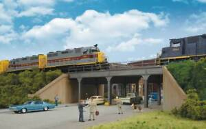 4561 Walthers Cornerstone Urban City Steel Overpass Bridge HO Scale - Kit