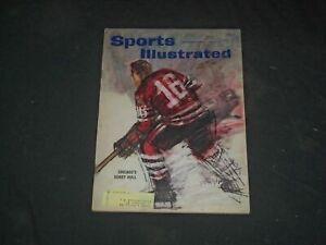 November 14, 1960 Chicago Blackhawks Bobby Hull Hockey Sports Illustrated