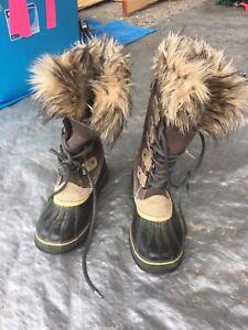 Women's Sorel Joan of Arctic Boots, winter, snowboots Size 9