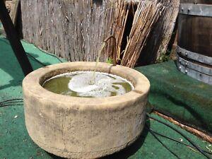Brunnen Trog Rund mit Kupfer Schlangen Kopf Kunst Sandstein Antik Look J 17 GRAU