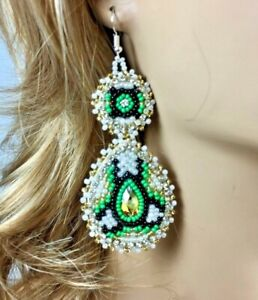 NATIVE STYLE HANDCRAFTED ETHNIC WHITE GREEN HOOK DROP/DANGLE EARRINGS USA E58/39