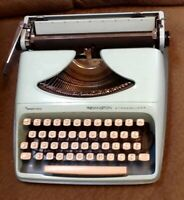 Vintage Remington Streamliner Sperry Rand Portable Typewriter & Case AQUA TEAL