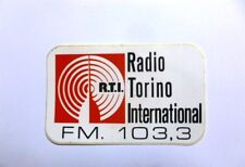 VECCHIO ADESIVO TV RADIO / Old Sticker RTI RADIO TORINO INTERNATIONAL (cm 12x 7)